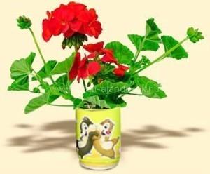 Logózott konzerv virág